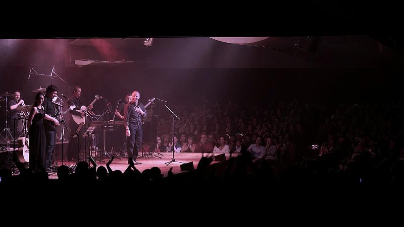 Momentos del concierto del cantautor chileno ante un público que llenó la sala